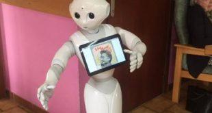 Les deux robots Zora et Pepper ont été testés ce vendredi à la maison de repos Les Rosiers à Tertre